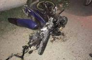 Tin trong nước - Tông thẳng xe máy vào ôtô, ba thanh niên tử vong