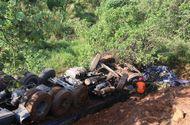Tin trong nước - Va chạm liên hoàn, xe chở nông sản lao xuống vực sâu, 3 người nguy kịch