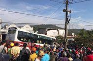 Tin trong nước - Xe khách lao vào nhà dân sau va chạm, 2 người tử vong