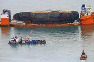 Tin thế giới - Tìm thấy di hài nghi của nạn nhân vụ chìm phà Sewol thảm khốc