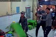 An ninh - Hình sự - Nhóm giang hồ vác hung khí đập phá quán kem giữa trung tâm Sài Gòn