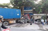 Tin trong nước - Xe container nổ lốp lao vào nhà dân, cửa ngõ Thủ đô tê liệt ngày 30/4