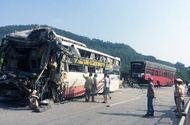 Tin trong nước - Xe giường nằm, container nát đầu sau va chạm, 7 người thoát nạn trong gang tấc