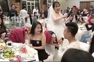 Video-Hot - Chàng trai Hải Phòng cầu hôn người yêu giữa đám cưới bạn bè