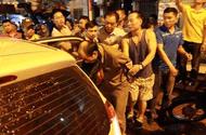 Video-Hot - Công an Hà Nội bao vây kẻ đâm người cố thủ trong nhà