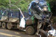 Tin trong nước - Ôtô tải mất phanh đâm vào vách núi, 2 người tử vong