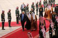 Tin thế giới - Tổng thống Mỹ Donald Trump đến Arab Saudi sau chuyến bay đêm không ngủ