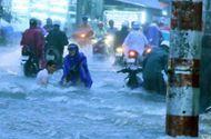 Tin trong nước - TP.Hồ Chí Minh: 1 người tử vong, nhiều xe máy bị cuốn trôi sau mưa lớn