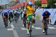 """Đời sống - Nguyễn Thị Thật """"vô đối"""" ở giải đua xe đạp nữ An Giang do  Tân Hiệp Phát tài trợ"""