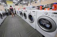 """Thị trường - Máy giặt """"Made in Việt Nam"""" của Samsung, LG bị kiện bán phá giá"""