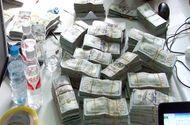 """An ninh - Hình sự - """"Ôm"""" gần 1 triệu USD qua biên giới, thanh niên  9X bị bắt giữ"""