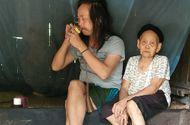 Hoàn cảnh - Quặn lòng cảnh cụ bà buổi xế chiều hát ru con trai 50 tuổi