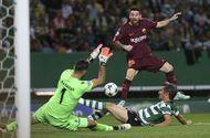 Tin tức - Messi nhạt nhòa, Barcelona hạ gục Sporting Lisbon nhờ bàn phản lưới