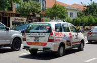 Tin tức - Lãnh đạo taxi Vinasun lên tiếng việc tài xế dán decal phản đối Uber,Grab