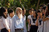 Tin tức - Gia đình đưa thầy Văn Như Cương về thăm trường Lương Thế Vinh lần cuối