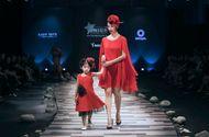 Tin tức - Xuân Lan, Hoa hậu Hương Giang, Trương Quỳnh Anh nắm tay con sải bước trên sàn catwalk