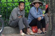 Tin trong nước - Chùm ảnh: Người Hà Nội co ro trong gió lạnh đầu mùa