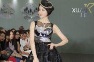 Tin tức - MC Thanh Mai diện váy gắn 20.000 viên đá Swarovski làm vedette show thời trang