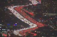 Video-Hot - Đường cao tốc Mỹ đẹp huyền ảo vì tắc đường trong dịp lễ Tạ ơn
