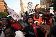 Video-Hot - Dân Zimbabwe nhảy múa vui mừng vì Tổng thống Mugabe từ chức