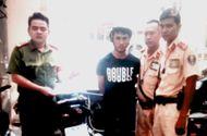 Tin tức - CSGT bắt tên cướp túi xách của người phụ nữ đi đường
