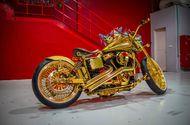 """Tin tức - """"Lóa mắt"""" vì ngắm """"núi vàng di động"""" Harley Davidson Custom 2010"""