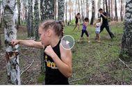 Video - Cô bé 10 tuổi đấm gãy thân cây trong một phút