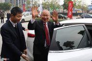Tin tức - HLV Park Hang Seo về nước trên ô tô được tặng