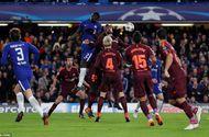 Barcelona may mắn hòa Chelsea trên đất Anh nhờ bàn thắng lịch sử của Messi