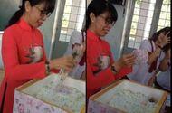 """Tin tức - Hồi hộp với màn bóc quà """"khủng"""" của học sinh lầy lội tặng cô giáo ngày 8/3"""