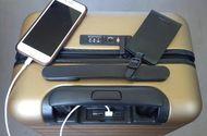 Vali thông minh có thể sạc được pin điện thoại