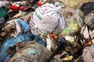 Tin trong nước - Hà Tĩnh: Kinh hoàng bãi rác bốc mù hôi thối, ruồi nhặng bay đầy nhà dân