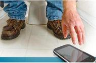 Tin tức - Hy hữu nam thanh niên bị liệt hoàn toàn vì ngồi nghịch điện thoại trong toilet