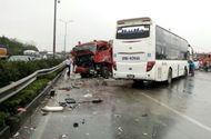 Tin tức - Vụ xe khách đâm xe cứu hỏa trên cao tốc Pháp Vân - Cầu Giẽ: Ai đi sai?