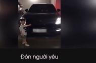 Tin tức - Phì cười với clip bé trai 2 tuổi đáng yêu muốn lái