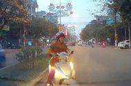 Tin tức - Video: Xe máy đi ngược chiều còn lớn tiếng mắng ô tô chặn đường