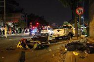 """Tin tức - Xe """"điên"""" đâm hàng loạt xe máy dừng đèn đỏ ở Sài Gòn, 2 người chết"""