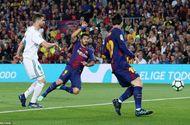 Tin tức - Barcelona 2-2 Real Madrid: Messi, C.Ronaldo cùng chói sáng