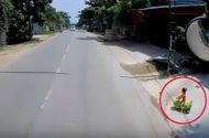 Tin tức - Video: Tài xế thót tim vì bé gái bất ngờ chạy ra trước đầu xe