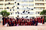 Lời chia sẻ gan ruột của thầy Chủ tịch Đại học Đại Nam với tân dược sĩ đại học trong lễ nhận bằng tốt nghiệp