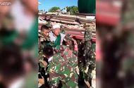 Tin thế giới - Khoảnh khắc giải cứu nạn nhân mắc kẹt trong đống đổ nát tại Indonesia
