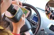 Tin tức - Clip: Thót tim xem cô gái vừa lái ô tô vừa hát karaoke giữa đường phố đông đúc