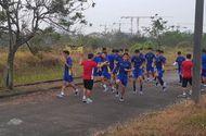 """Tin tức - Video: Sân tập """"vườn hoang"""" của tuyển Olympic Việt Nam tại ASIAD 18 khiến người hâm mộ xót xa"""