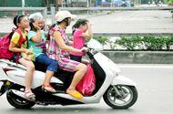 Tin tức - Clip: Xe máy chở quá số người quy định bị xử phạt như thế nào?