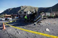Tin thế giới - Xe bus va chạm với ô tô, lộn 4 vòng liên tiếp, khiến ít nhất 24 người thiệt mạng