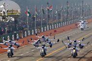 """Tin tức - Clip: Mãn nhãn với màn biểu diễn mô tô """"như chim bay"""" của quân đội Ấn Độ"""