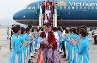 Tin tức - Khoảnh khắc đội tuyển Olympic Việt Nam được chào đón tại sân bay Nội Bài