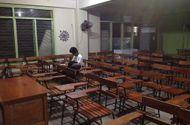 Tin tức - Mặc kệ bão MangKhut, nam sinh Philippines vẫn ở lại lớp làm bài tập