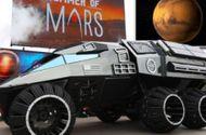 Tin tức - Video: Bất ngờ xe thám hiểm sao Hỏa xuất hiện trên phố