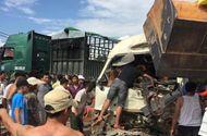 Tin tức - Tin tai nạn giao thông mới nhất ngày 23/10/2018: Xe máy nát bét, người phụ nữ tử vong dưới gầm xe tải